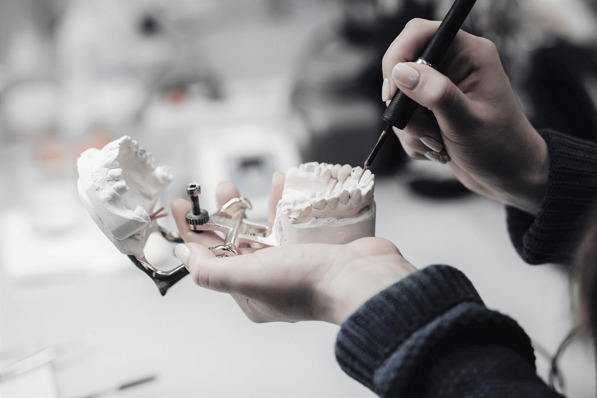 цена на наращивание зуба в Харькове